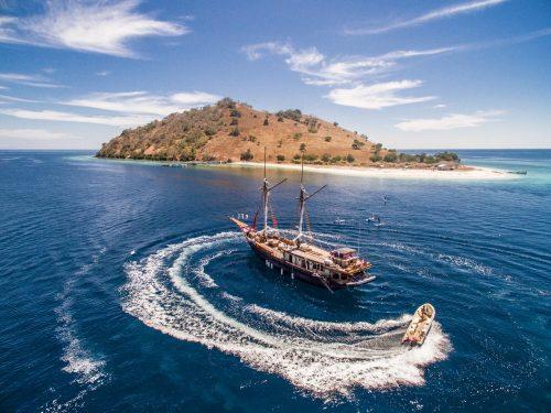 komodo boat tour