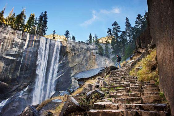 Virtual tour around Yosemite Falls